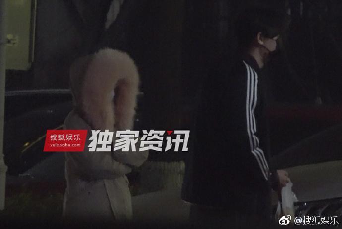 Lý Tiểu Lộ bị bắt gặp qua đêm nhà trai trẻ, Giả Nãi Lượng livestream nói vợ đi làm tóc-4