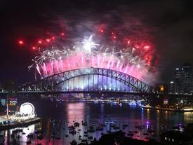 Chào 2018, cả triệu người xem pháo hoa rực sáng cầu cảng Sydney
