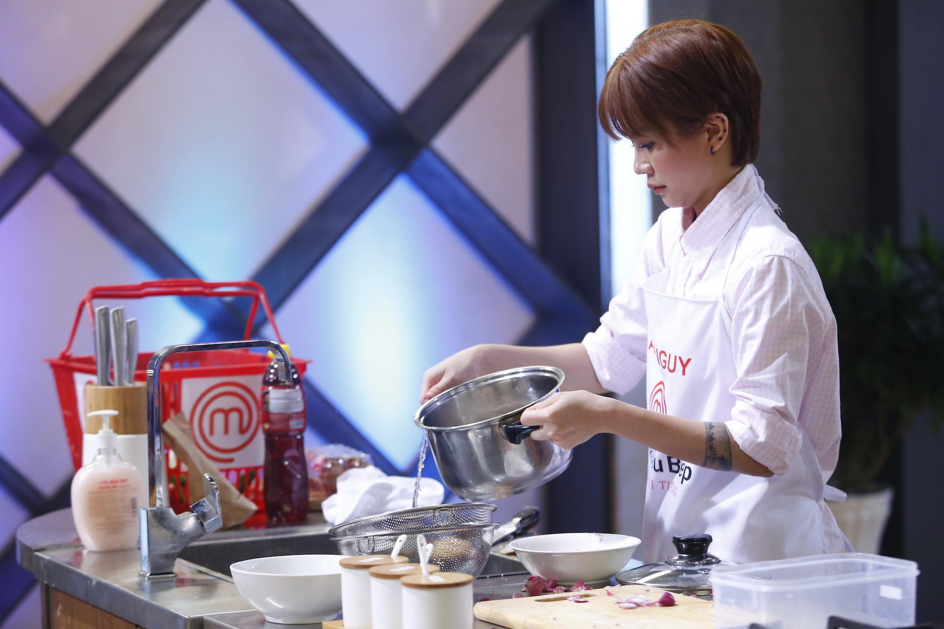 Kiwi Mai Trang làm món ăn đầy ắp hương vị nhớ cha khiến người xem nức lòng-8