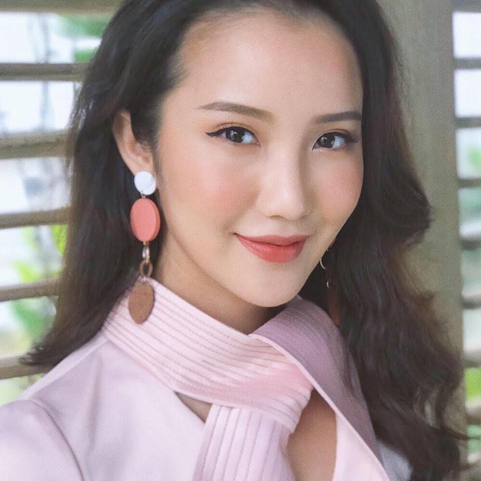 Hot girl - hot boy Việt: MC The Voice Yumi Dương nên duyên cùng bạn trai hơn 9 tuổi-9
