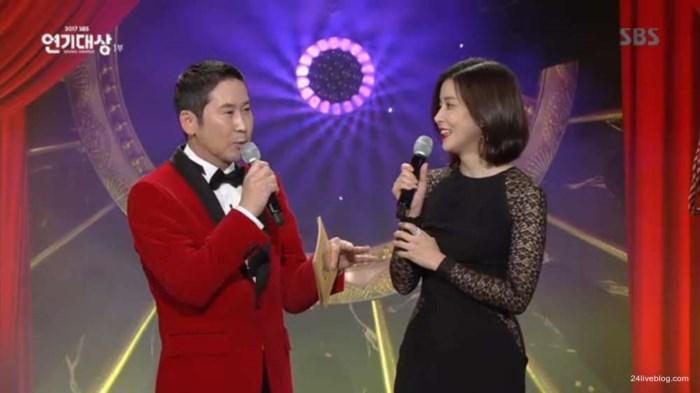 Choáng khi Suzy - Lee Jong Suk nhận giải diễn viên xuất sắc đỉnh cao và cặp đôi đẹp nhất SBS Drama Awards 2017-1