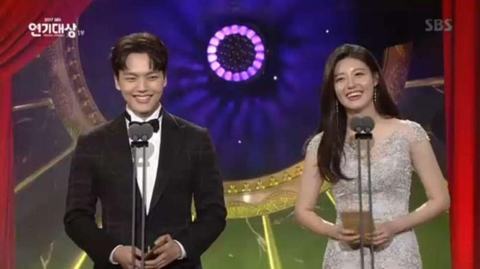 Choáng khi Suzy - Lee Jong Suk nhận giải diễn viên xuất sắc đỉnh cao và cặp đôi đẹp nhất SBS Drama Awards 2017-2