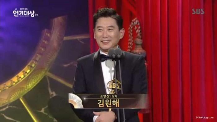 Choáng khi Suzy - Lee Jong Suk nhận giải diễn viên xuất sắc đỉnh cao và cặp đôi đẹp nhất SBS Drama Awards 2017-4