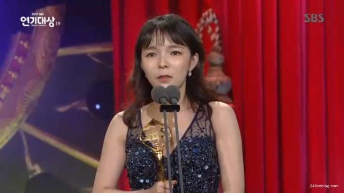 Choáng khi Suzy - Lee Jong Suk nhận giải diễn viên xuất sắc đỉnh cao và cặp đôi đẹp nhất SBS Drama Awards 2017-5