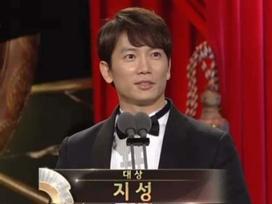 Choáng khi Suzy - Lee Jong Suk nhận giải diễn viên xuất sắc đỉnh cao và cặp đôi đẹp nhất 'SBS Drama Awards 2017'