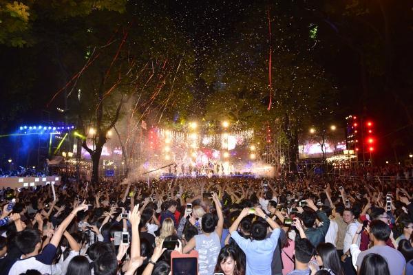 Mỹ Tâm, Sơn Tùng đốt cháy đêm nhạc mừng năm mới-1
