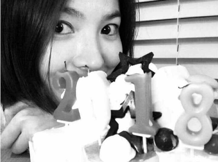 Sao Hàn 1/1: Song Hye Kyo khoe ảnh đón năm mới một mình-1