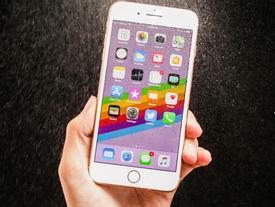 Những 'soái ca' vạn người mê lúc nào cũng kè kè iPhone bên mình