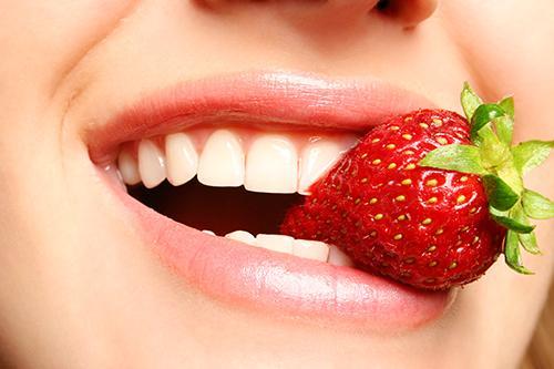 6 thực phẩm giúp răng trắng sáng-1