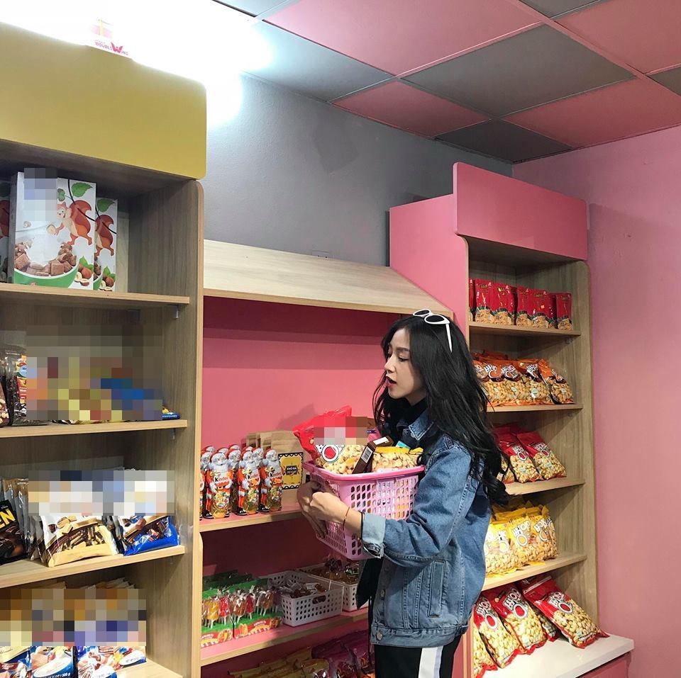 Hot girl - hot boy Việt: Phan Thành khoe ảnh ôm Xuân Thảo đêm giao thừa-5