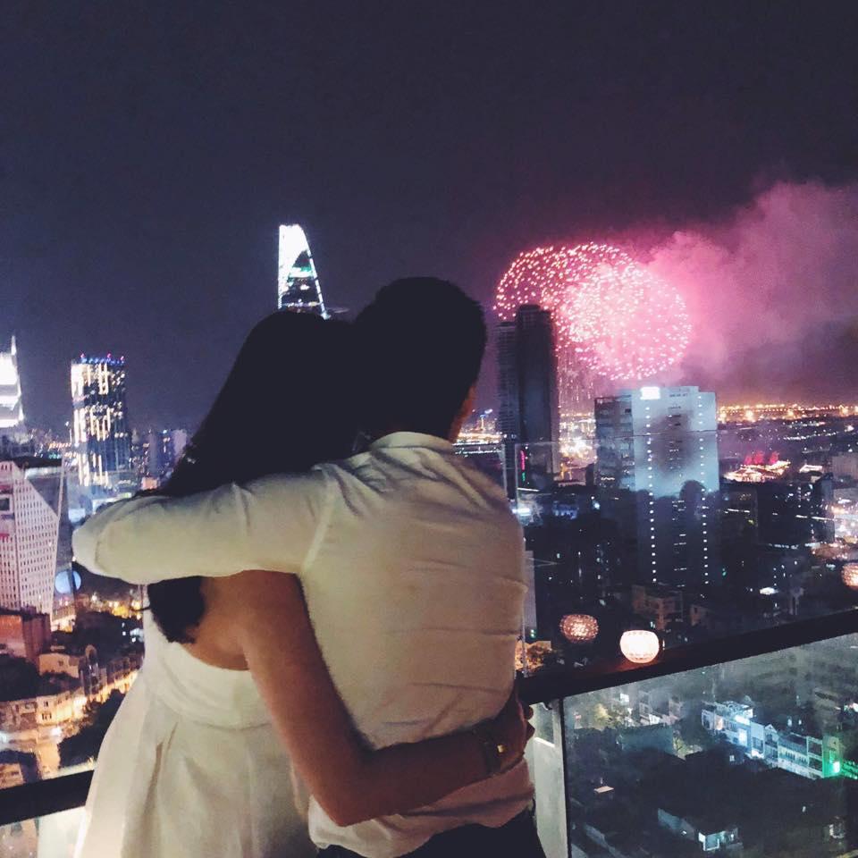 Hot girl - hot boy Việt: Phan Thành khoe ảnh ôm Xuân Thảo đêm giao thừa-1