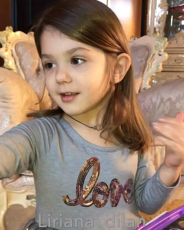 Bé gái 3 tuổi trang điểm chuyên nghiệp gây tranh cãi trên mạng xã hội-4