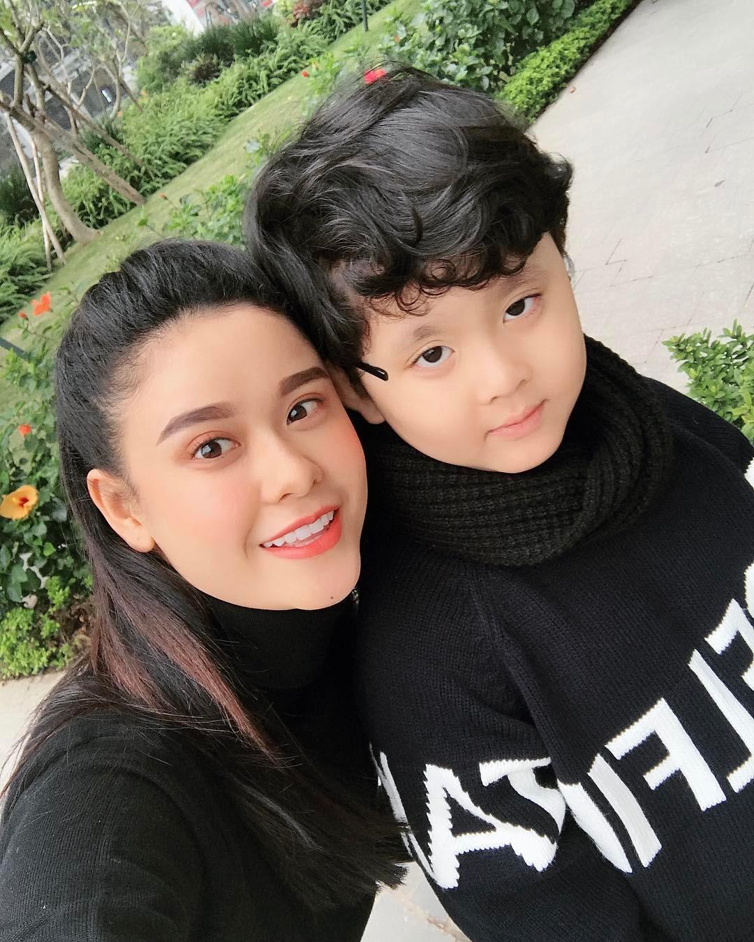 Tin sao Việt: Hồ Quang Hiếu tự nhận mình hơi... bê đê trong bức ảnh bị chụp trộm-11