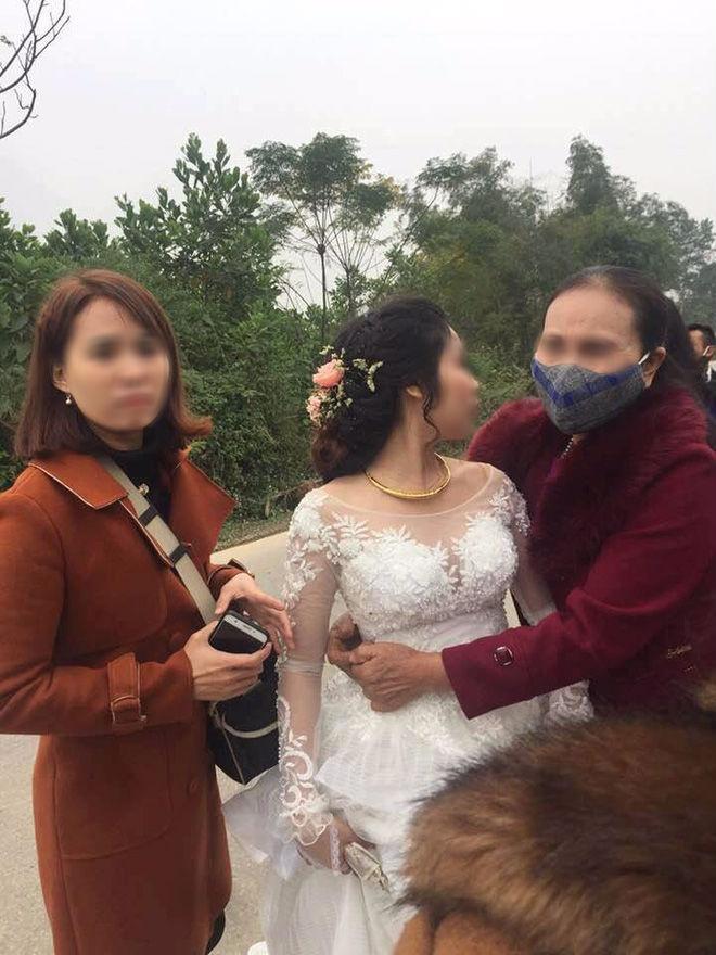 Nghệ An: Xe hoa lật trên đường đi đưa dâu, họ hàng nháo nhác cứu cô dâu chú rể bên trong-1