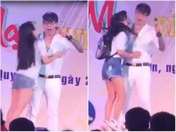 Fan nữ xếp hàng cưỡng hôn Lâm Chấn Khang dài như đi phát gạo
