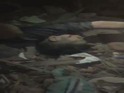 Clip cứu bé trai kẹt trong đống đổ nát vụ nổ ở Bắc Ninh