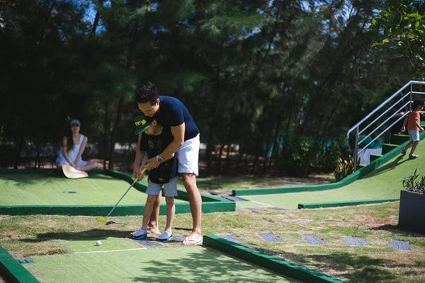 Trước khi dạy Subeo đánh golf gây bão showbiz, Kim Lý từng rất nhiều lần chiều chuộng con trai Hà Hồ-10