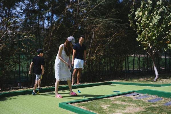 Trước khi dạy Subeo đánh golf gây bão showbiz, Kim Lý từng rất nhiều lần chiều chuộng con trai Hà Hồ-12