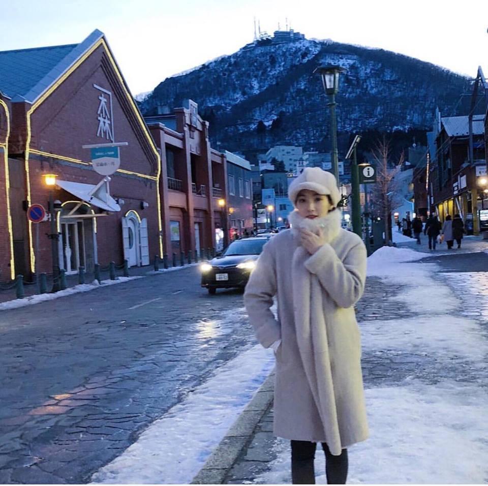 HyunA sexy váy ngắn cũn - Park Shin Hye giản dị đẹp bất chấp nổi nhất street style sao Hàn-8