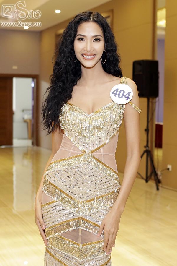 Hoàng Thùy bất ngờ thắng giải Gương mặt đẹp nhất tại Hoa hậu Hoàn vũ Việt Nam 2017-2