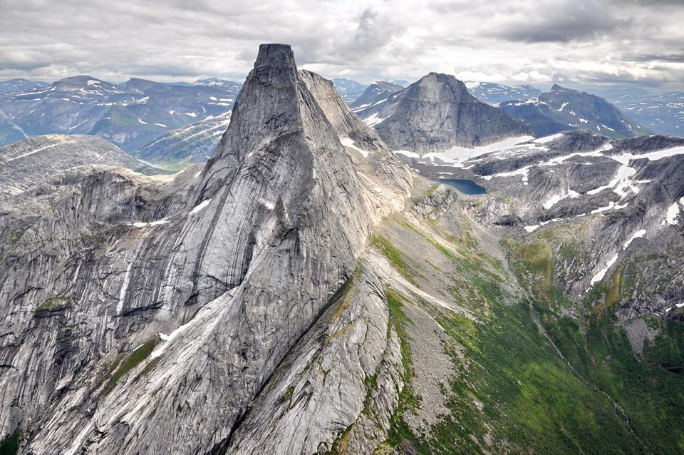 15 ngọn núi sở hữu vẻ đẹp ngoạn mục của Trái đất-9
