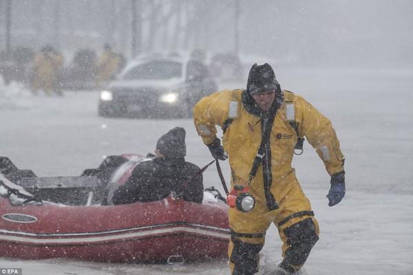 Hình ảnh kinh hoàng khiến ai nhìn cũng sợ hãi trong trận bão khiến ít nhất 6 người chết-5