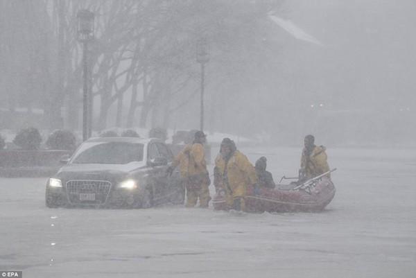 Hình ảnh kinh hoàng khiến ai nhìn cũng sợ hãi trong trận bão khiến ít nhất 6 người chết-6