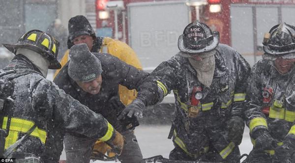 Hình ảnh kinh hoàng khiến ai nhìn cũng sợ hãi trong trận bão khiến ít nhất 6 người chết-7