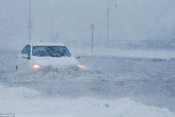 Hình ảnh kinh hoàng khiến ai nhìn cũng sợ hãi trong trận bão khiến ít nhất 6 người chết-8