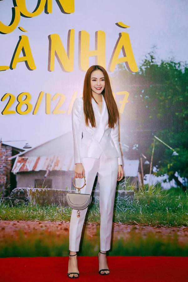Bất kể dresscode nào, Angela Phương Trinh vẫn đánh bật dàn mỹ nhân Việt trên thảm đỏ-9