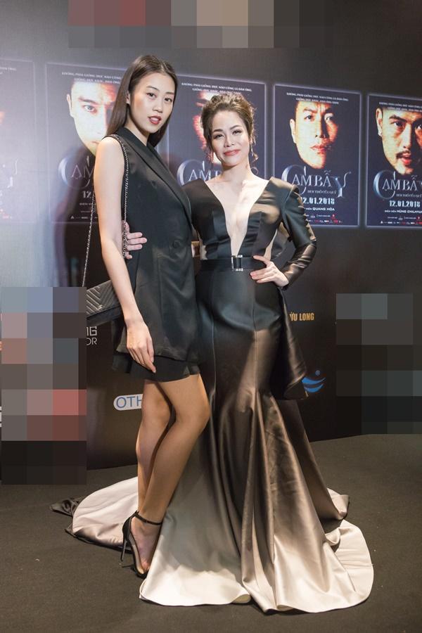 Nhật Kim Anh váy áo lộng lẫy được dàn trai đẹp vây quanh tại buổi ra mắt phim 18+-7