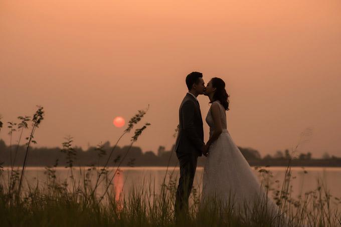 Trọn bộ ảnh cưới ngập cảnh khóa môi của nàng hậu Trần Tố Như và hot boy cảnh sát-8