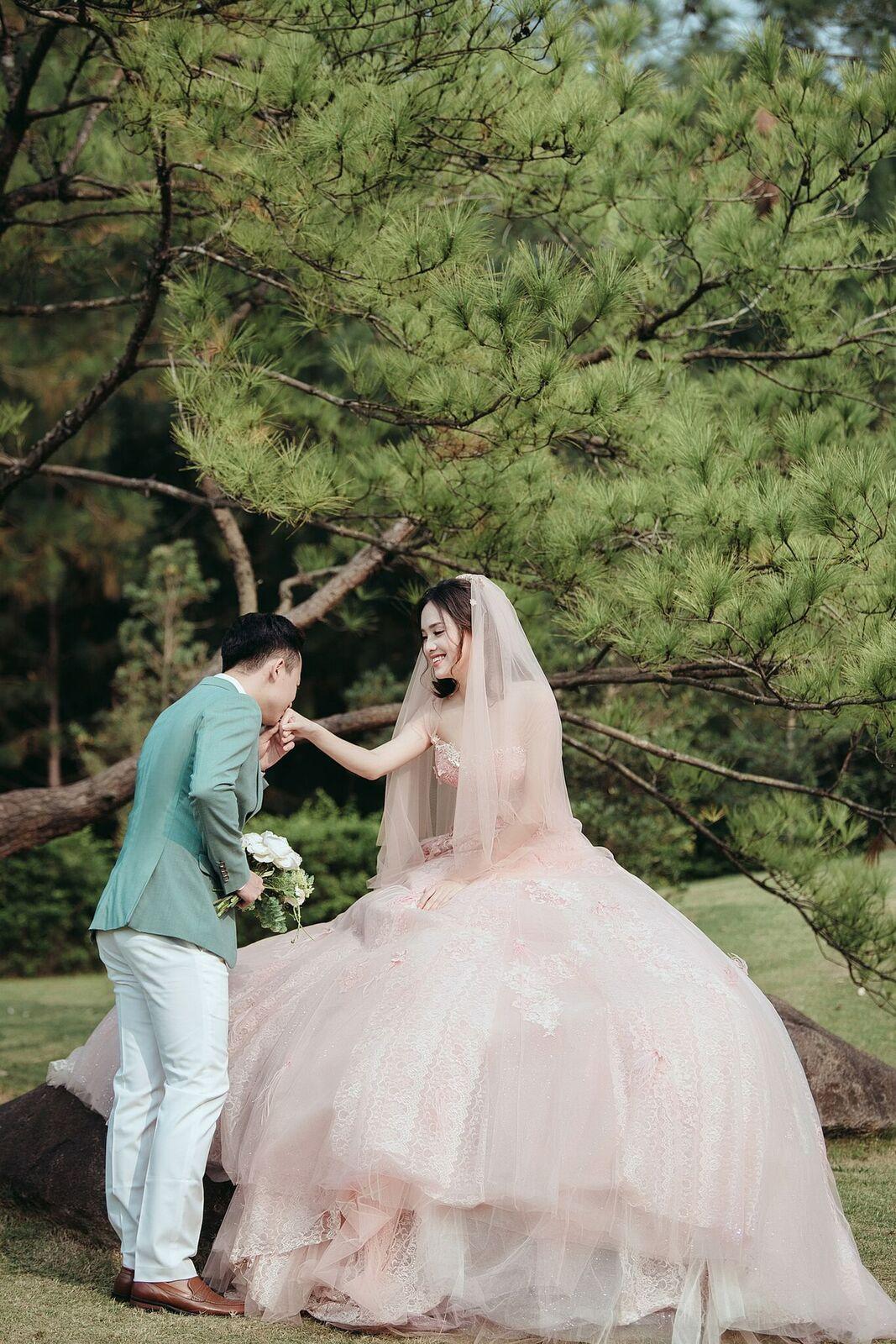 Trọn bộ ảnh cưới ngập cảnh khóa môi của nàng hậu Trần Tố Như và hot boy cảnh sát-9
