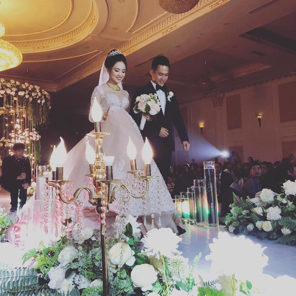 Trọn bộ ảnh cưới ngập cảnh khóa môi của nàng hậu Trần Tố Như và hot boy cảnh sát-1
