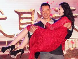 Sự thật phía sau những màn bế người đẹp của các soái ca Hoa ngữ trên phim