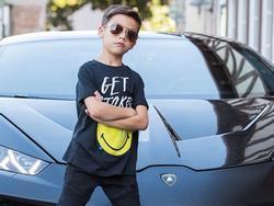 Cậu bé 7 tuổi nổi tiếng với phong cách thời trang 'cực chất'