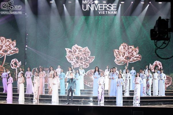 42 thí sinh trình diễn trang phục áo dài-1
