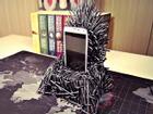 Smartphone Samsung thể hiện ngôi vua với đế sạc 'ngai sắt' Iron Throne
