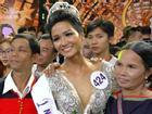 Hoa hậu H'Hen Niê bác thông tin bị cha mẹ ép bỏ học sớm để đi lấy chồng