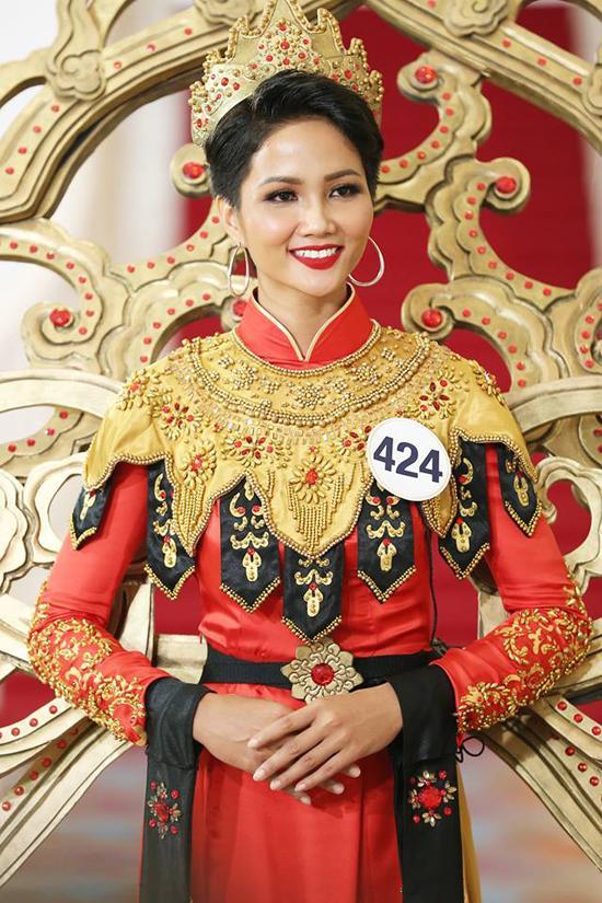 Những trang phục giúp HHen Niê tỏa sáng và chinh phục vương miện Hoa hậu Hoàn vũ Việt Nam 2017-7