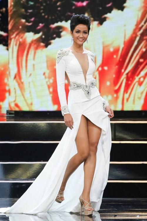 Những trang phục giúp HHen Niê tỏa sáng và chinh phục vương miện Hoa hậu Hoàn vũ Việt Nam 2017-9