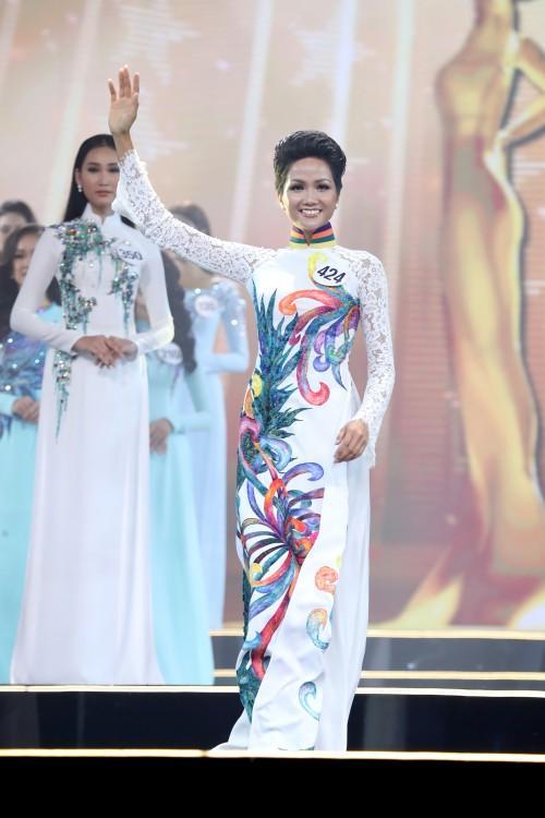 Những trang phục giúp HHen Niê tỏa sáng và chinh phục vương miện Hoa hậu Hoàn vũ Việt Nam 2017-12