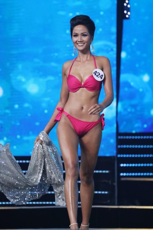 Những trang phục giúp HHen Niê tỏa sáng và chinh phục vương miện Hoa hậu Hoàn vũ Việt Nam 2017-5