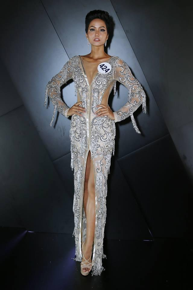 Những trang phục giúp HHen Niê tỏa sáng và chinh phục vương miện Hoa hậu Hoàn vũ Việt Nam 2017-13