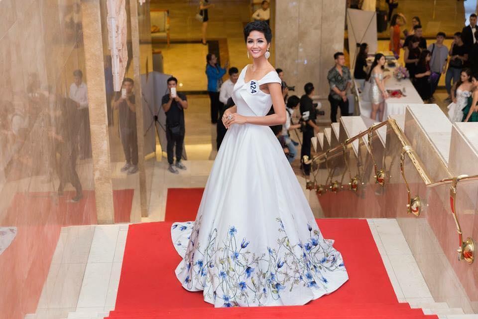 Những trang phục giúp HHen Niê tỏa sáng và chinh phục vương miện Hoa hậu Hoàn vũ Việt Nam 2017-8