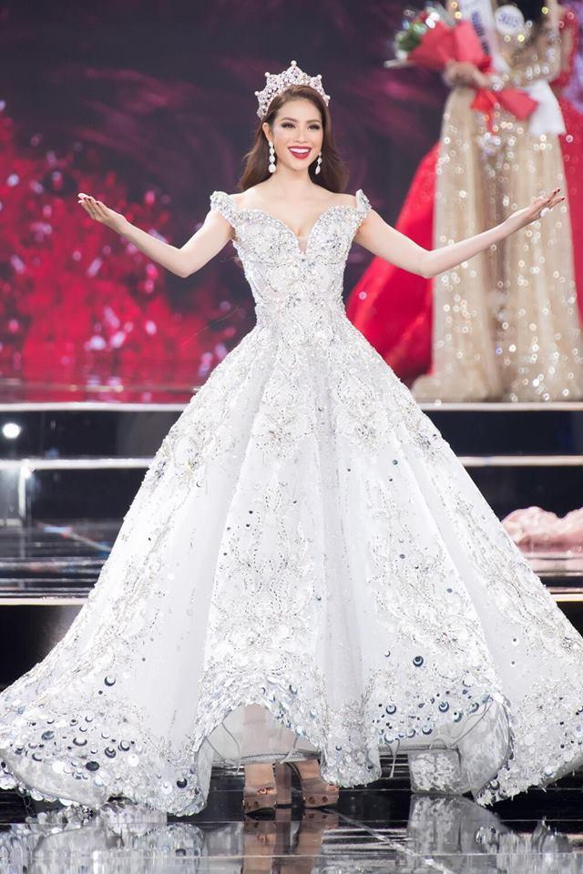 Những chiếc váy giúp Phạm Hương tỏa sáng từ khi bắt đầu đến lúc kết thúc Hoa hậu Hoàn vũ Việt Nam 2017-2