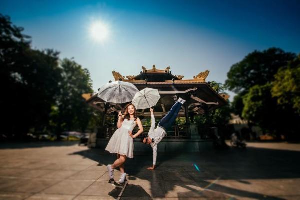 Cô dâu đi giầy thể thao nhảy hip hop cực sung trong đám cưới-2
