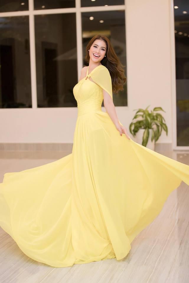 Những chiếc váy giúp Phạm Hương tỏa sáng từ khi bắt đầu đến lúc kết thúc Hoa hậu Hoàn vũ Việt Nam 2017-4