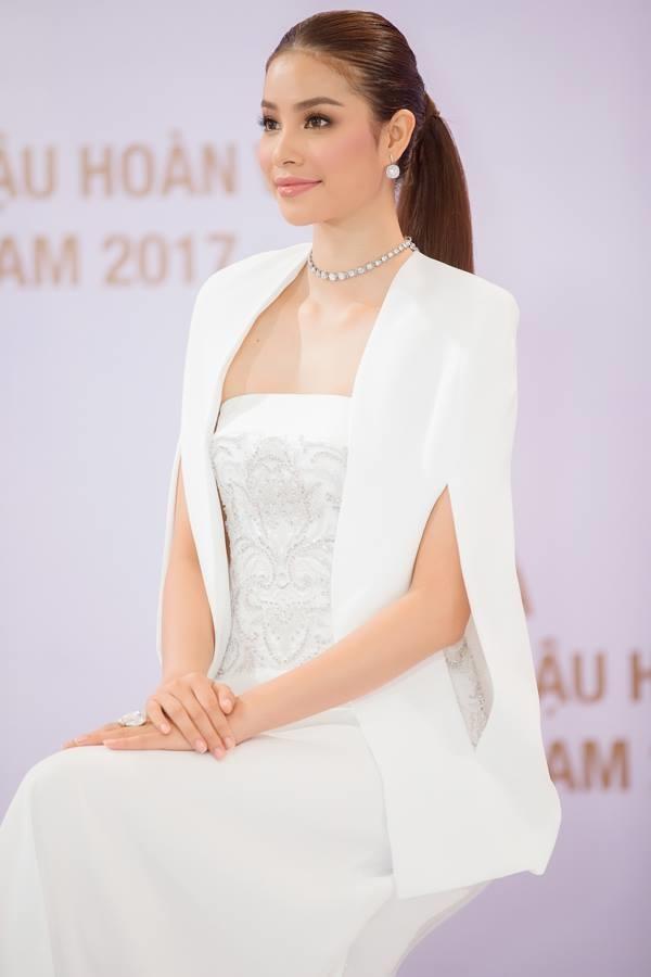 Những chiếc váy giúp Phạm Hương tỏa sáng từ khi bắt đầu đến lúc kết thúc Hoa hậu Hoàn vũ Việt Nam 2017-7