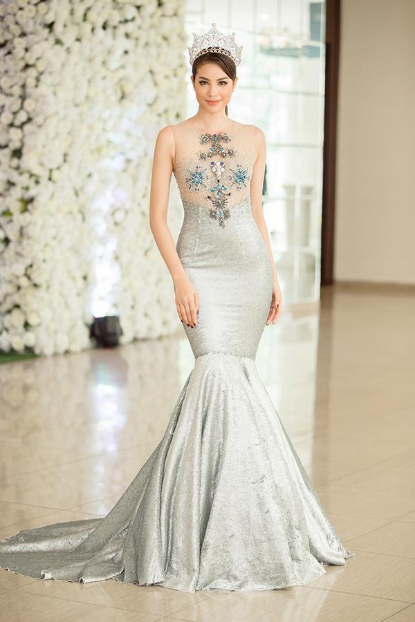 Những chiếc váy giúp Phạm Hương tỏa sáng từ khi bắt đầu đến lúc kết thúc Hoa hậu Hoàn vũ Việt Nam 2017-8